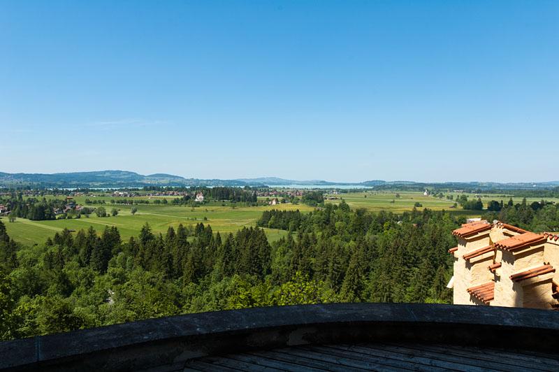 Bayerns Voralpenland: Ausblick von Schloss Hohenschwangau auf Allgäu