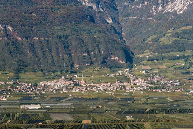 Das Dorf Tramin im Süden Südtirols