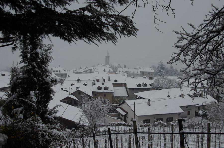 Das winterliche Dorf Kurtatsch im Südtiroler Unterland