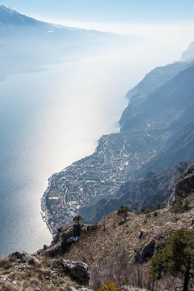 Blick auf Limone al Garda von der Cima Mughera