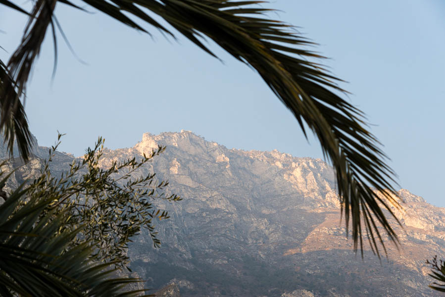 Blick Limone sul Garda zur Cima Mughera