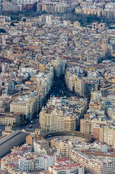 Valencia aus der Vogelperspektive mit Stierkampfarena