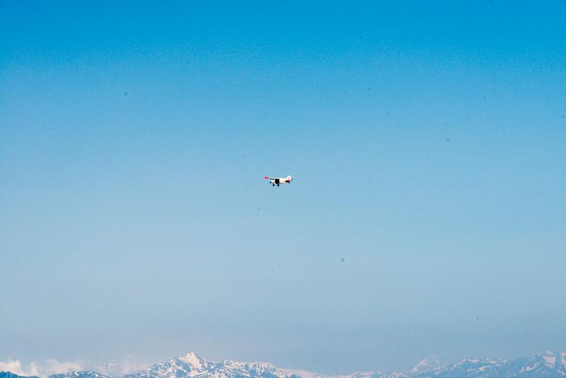 Flugzeug über den Alpen