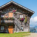 Hütte neben Hirzerhütte