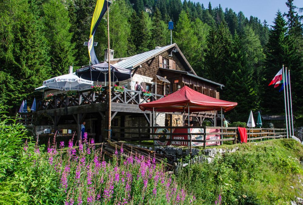 """Die Überetscher Hütte hoch über Tramin wird im Volksmund """"Tscherba"""" genannt."""