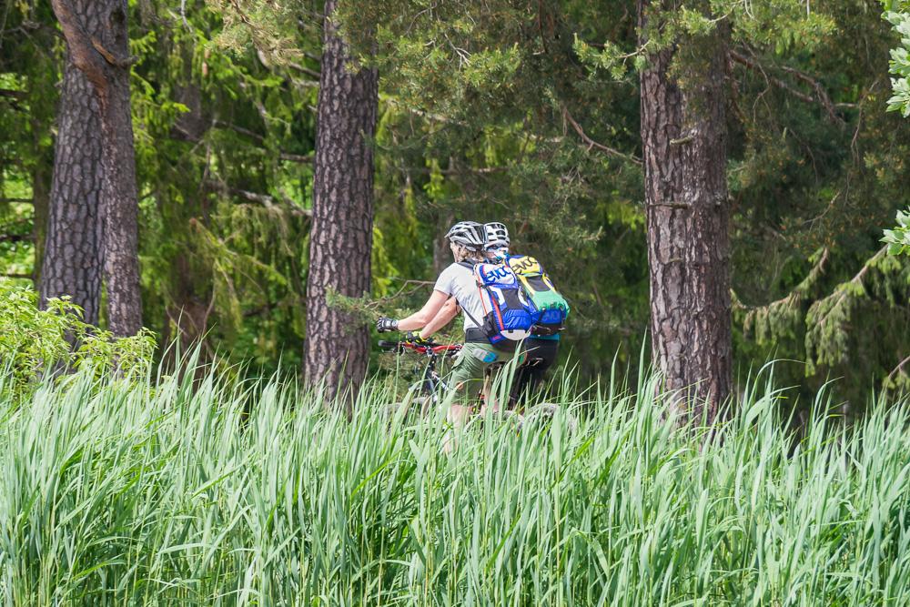 Mountainbiker am See