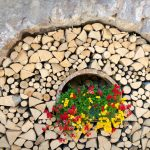 Holz und Blumen