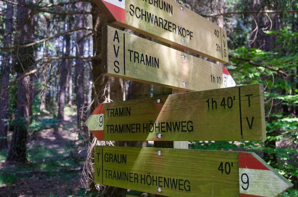 Wegweiser Traminer Höhenweg