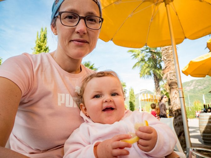Anna kostet eine Zitrone