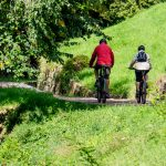 Mountainbaiker auf Bahntrasse Fleimstalbahn