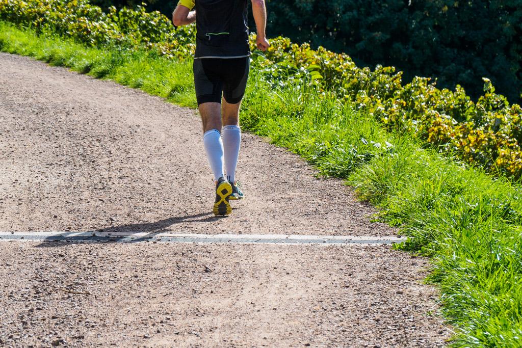 Läufer auf Bahntrasse Fleimstalbahn