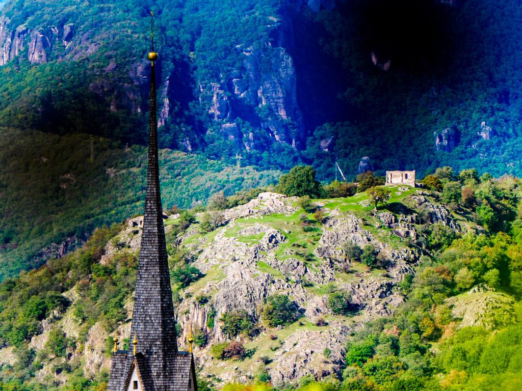 Pinzoner Kirchturm mit Castelfeder