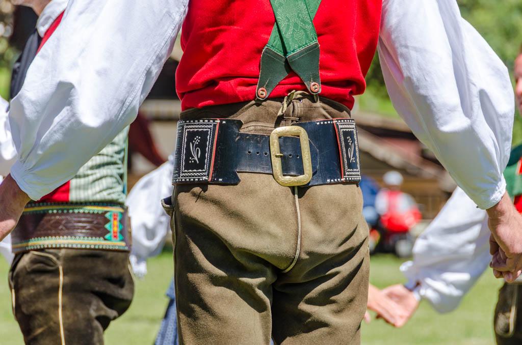 Die Lederhosen der Volkstanzgruppe Deutschnofen
