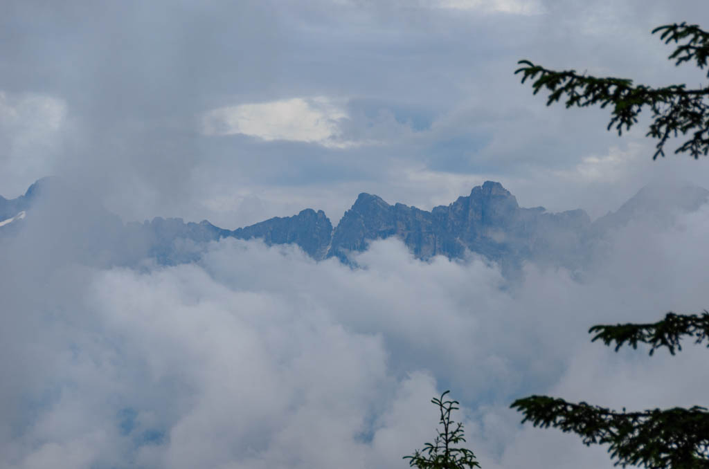 Rosengartengruppe umringt von Wolken
