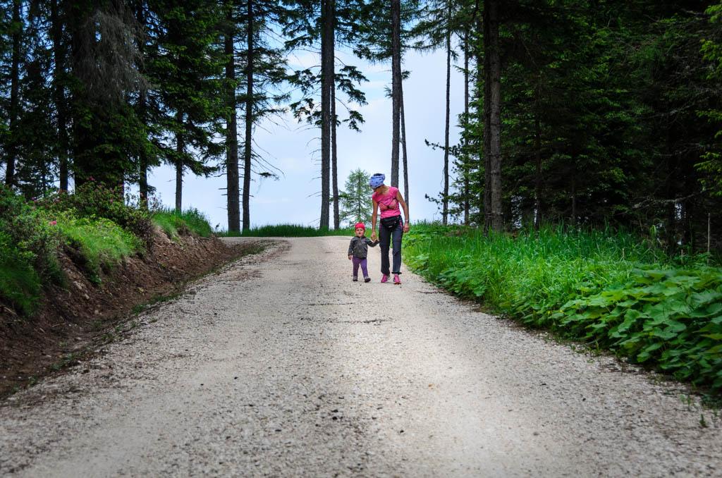 Anni und Anna spazieren