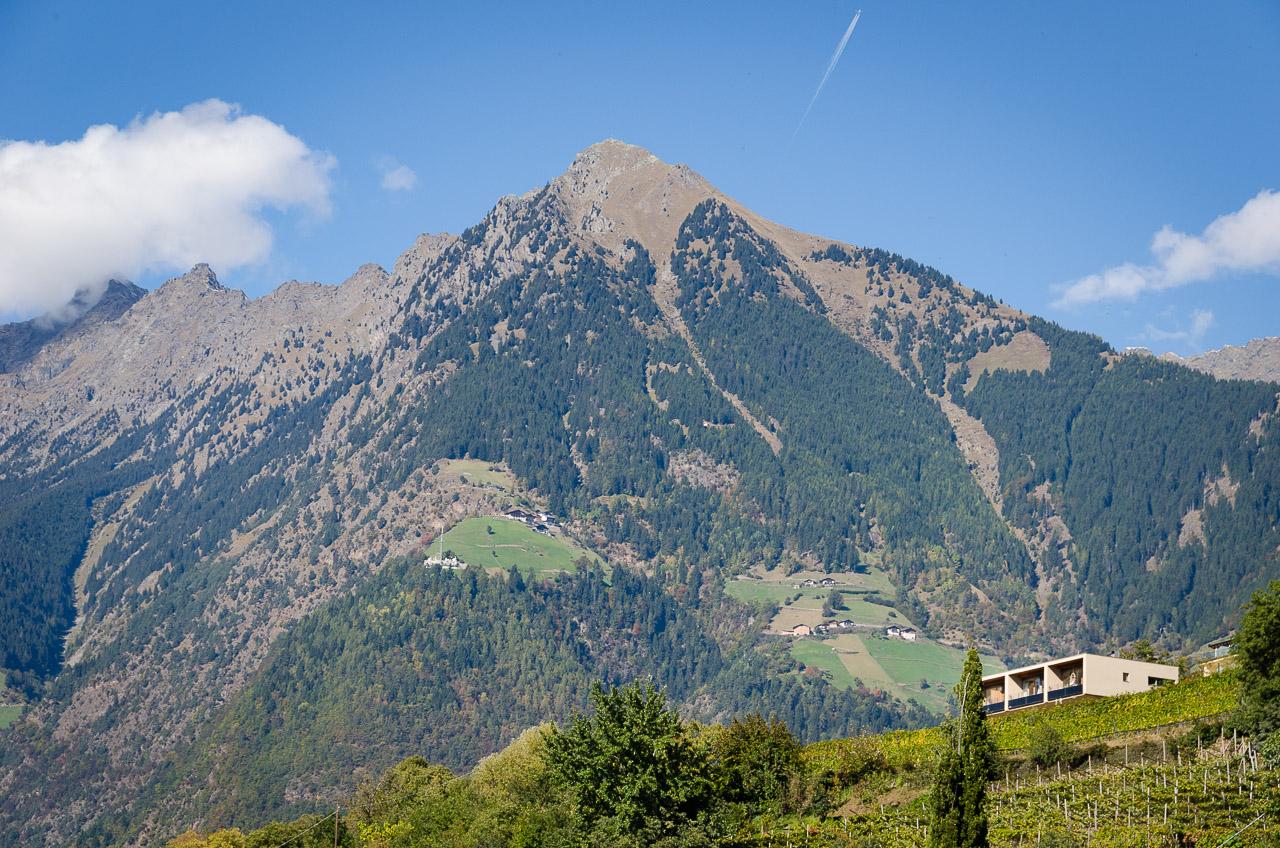Ausblick vom Pulverturm (Bergfried Burg Ortenstein) auf Meran und Umgebung