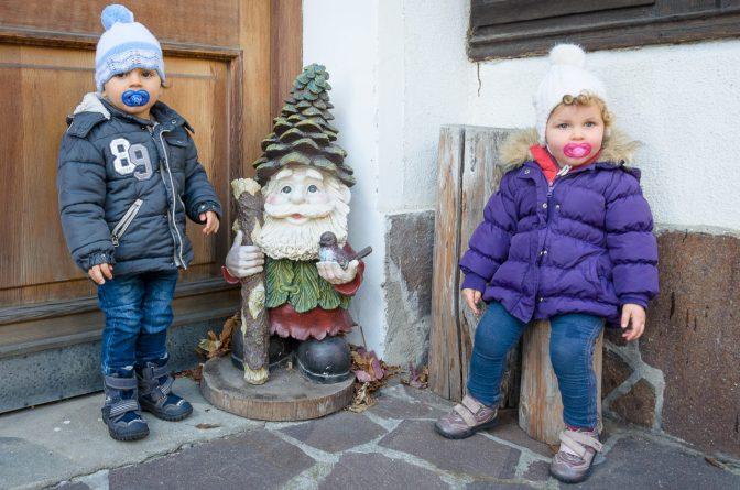 Anna und Hannes mit Zwerg