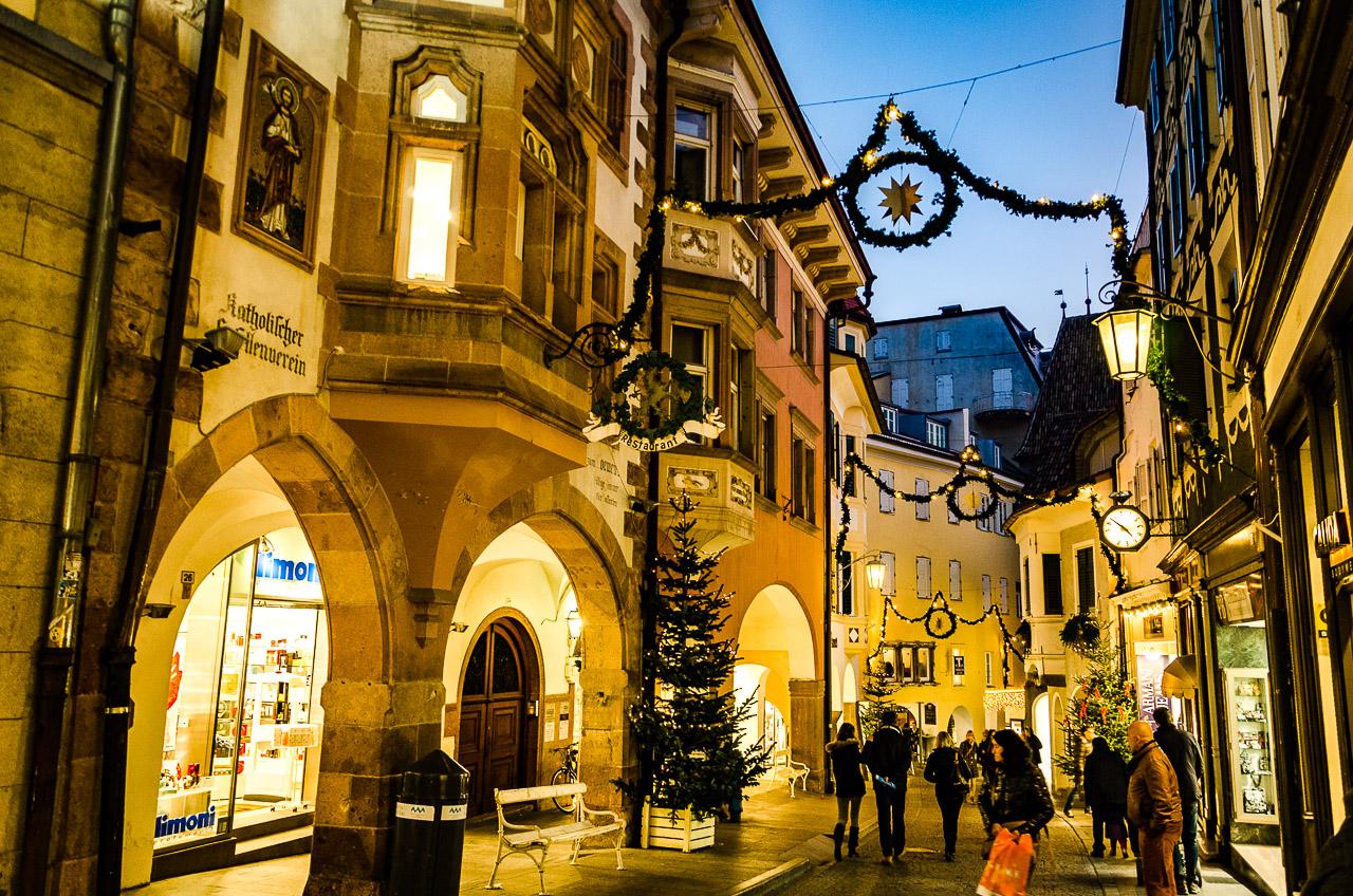 Beleuchtete Meraner Lauben im Advent - Wandern Südtirol bis Gardasee ...