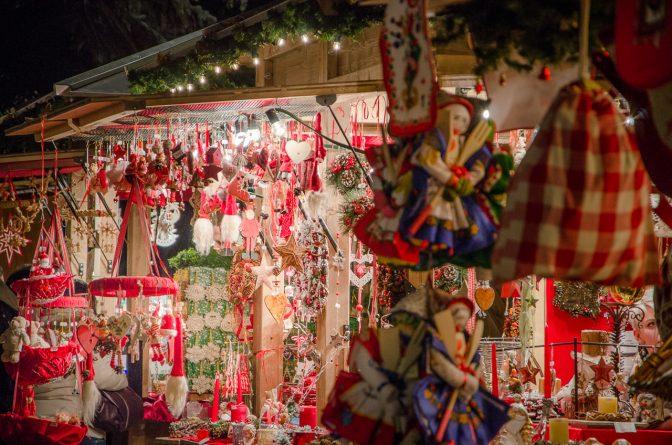 Auf dem Christkindlmarkt Meran gibt es allerhand Typisches vom Südtiroler Handwerk z.B. Christbaumschmuck, Weihnachtsdekoration, Weihnachtsgebäck, kleine Mitbringsel und vieles mehr