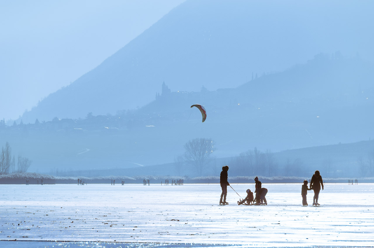 Kiting auf dem Eis des Kalterer See