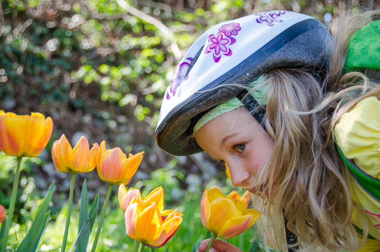 Lisa mit Tulpen