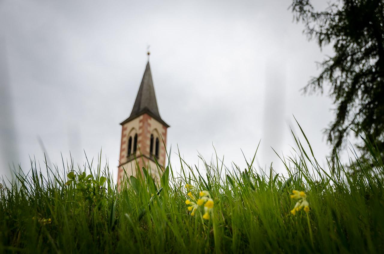 Kirchturm Aldein mit Himmelsschlüssel