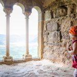 Blick durch die Triforien von  Schloss Boymont