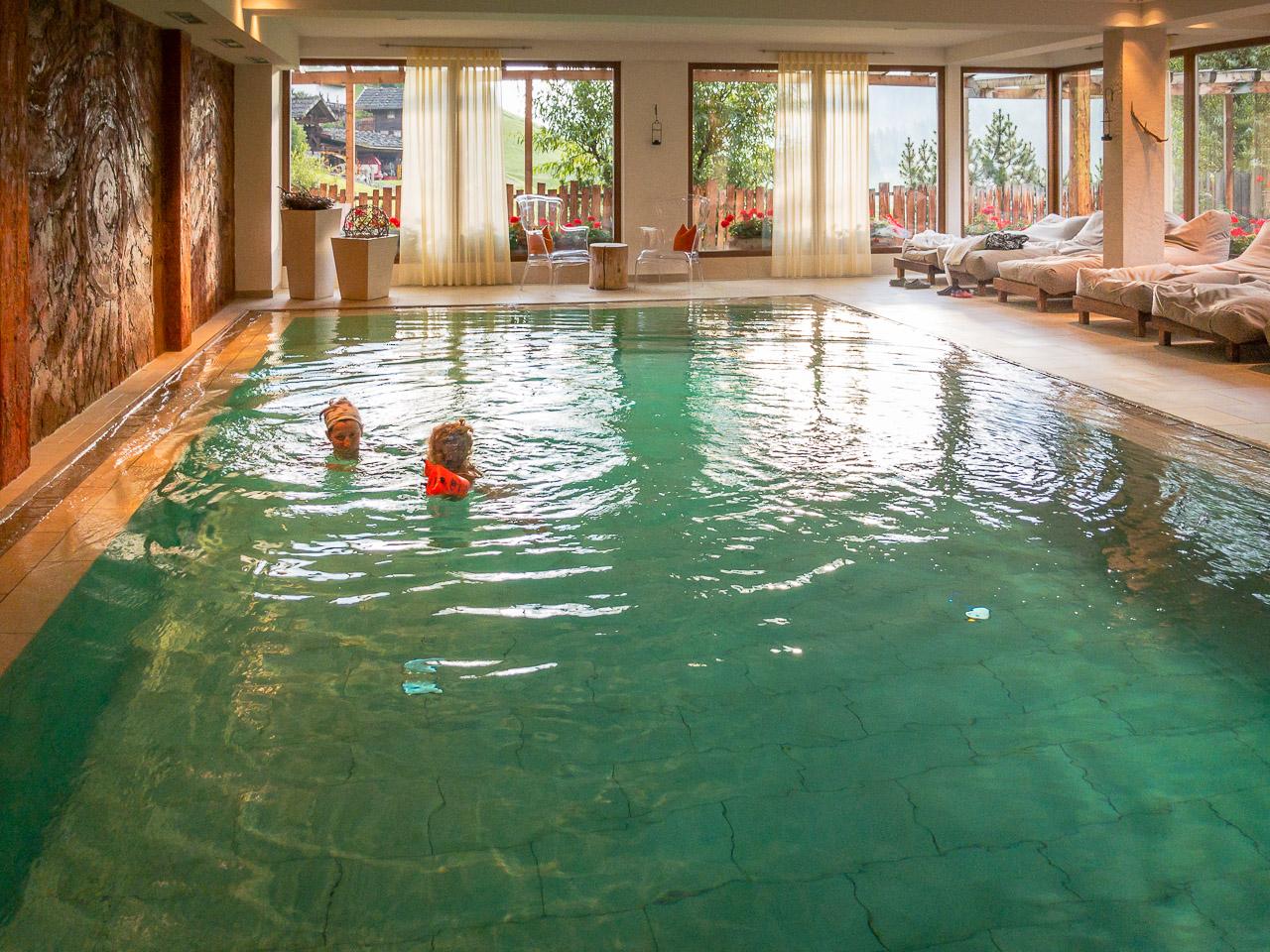 Schwimmbad im Hotel Waltershof in St. Nokolaus im Ultental