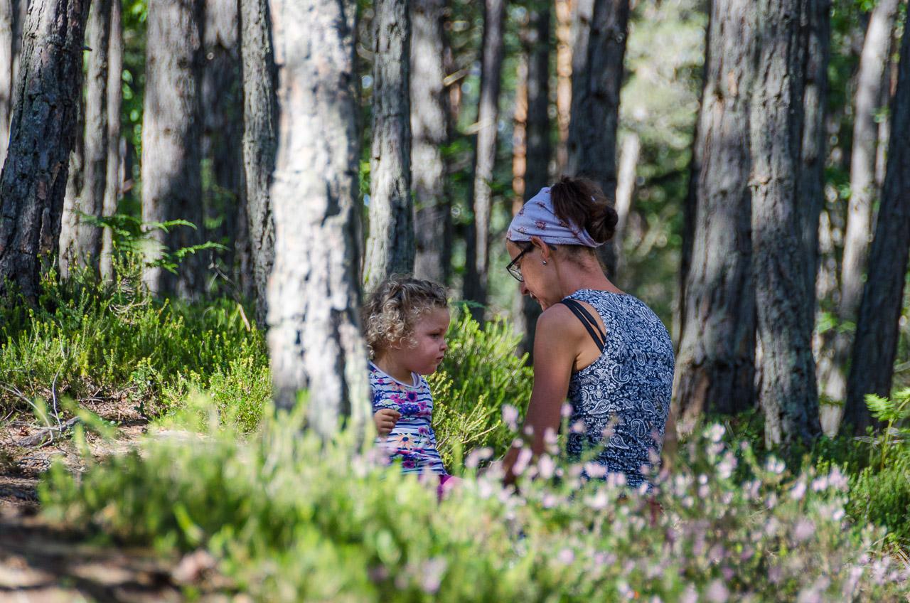 Anni und Anna im Wald
