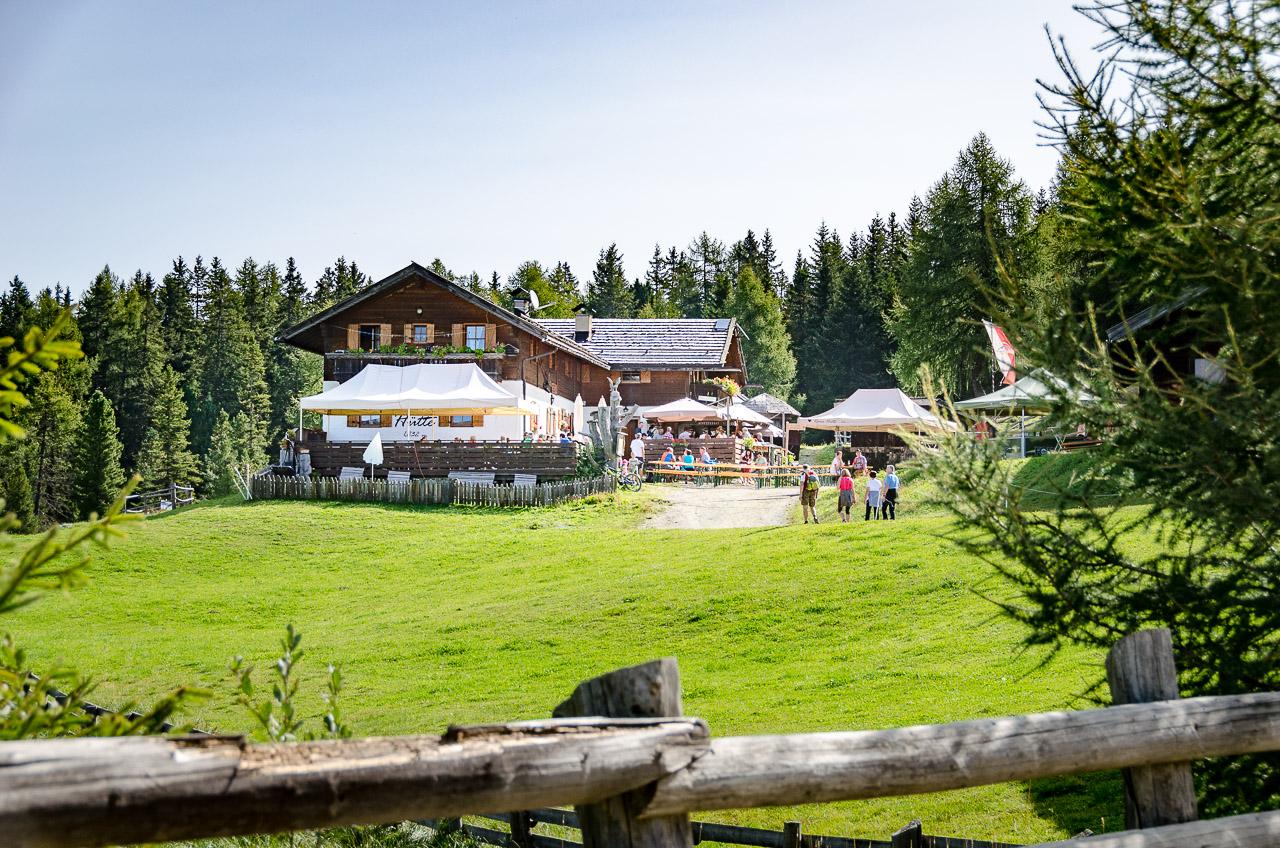 Ronerhütte auf der Rodenecker Alm