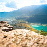 Blick von der Schildmauer der Leuchtenburg auf den Kalterer See