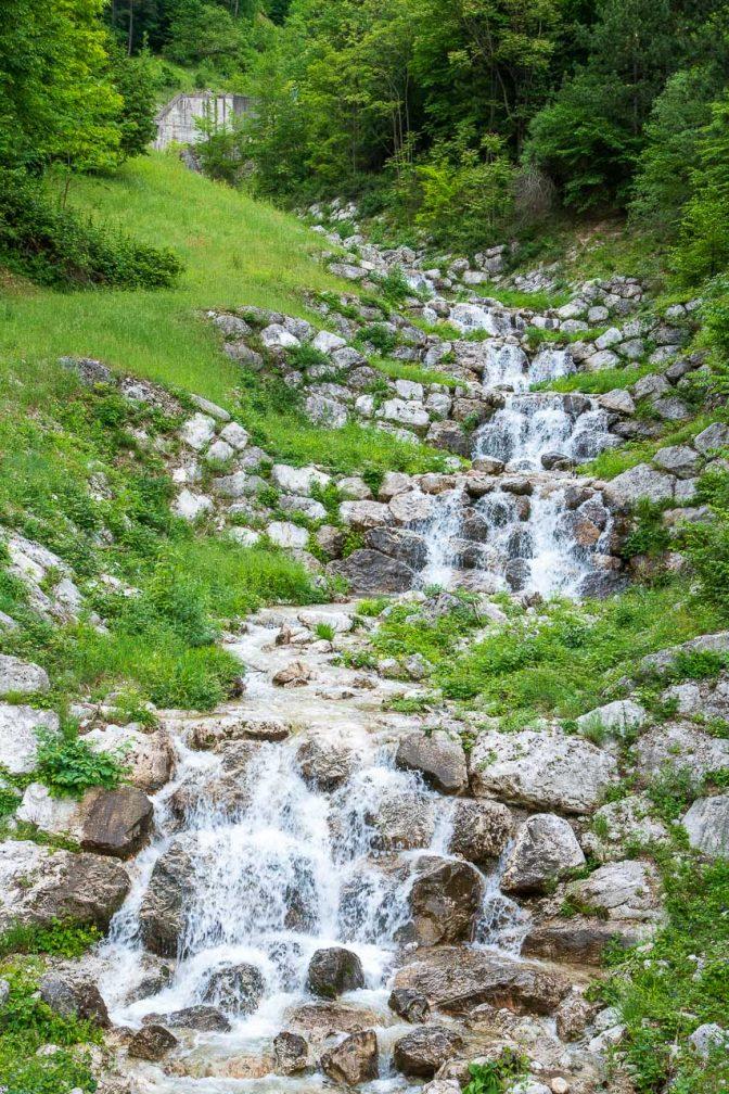 Wildbachverbauung mit Natursteinen, da darf das Wasser so richtig plätschern
