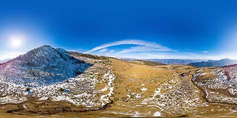 Blick auf das Hochmoor auf dem Martscheinberg neben dem Wandersteig Nr. 9 der hinauf auf das Naturnser Hochjoch (2.444 m) führt.