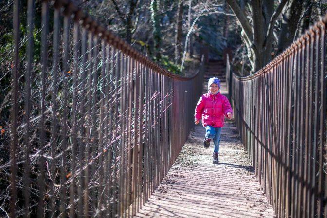 Mit viel Schwung über die Altenburger Hängebrücke